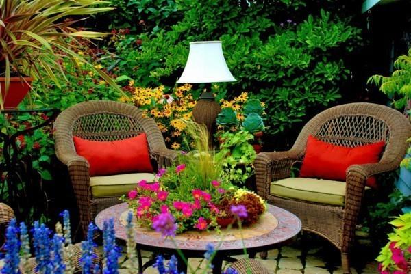 rattan-sitting-garden